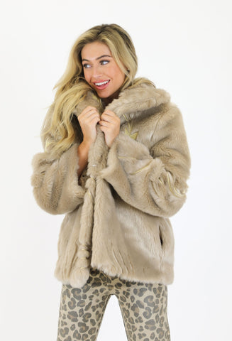THE CHAMPAGNE STARLET COAT