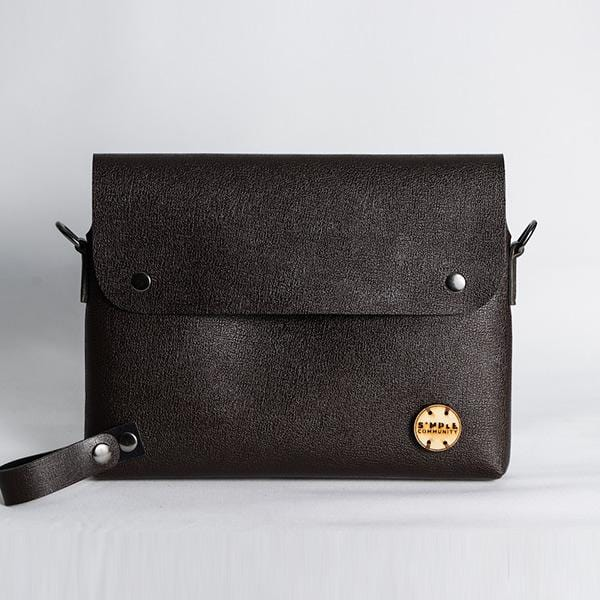 Brown shoulder bag with adjustable strap, messenger bag.