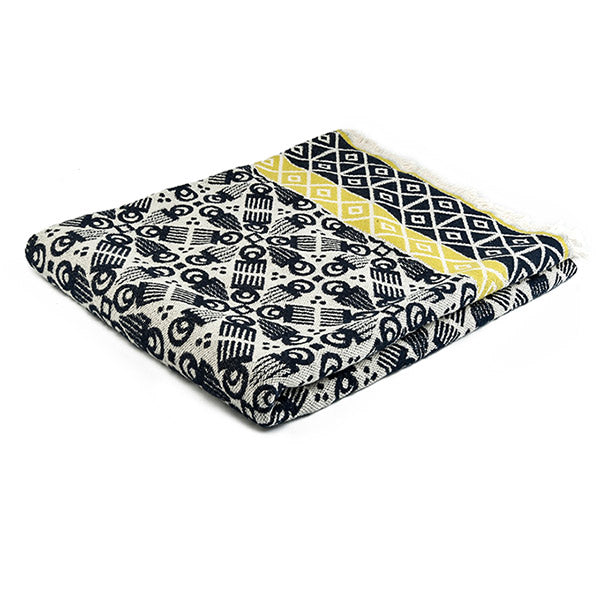 wooden comb printed black and white colour blanket