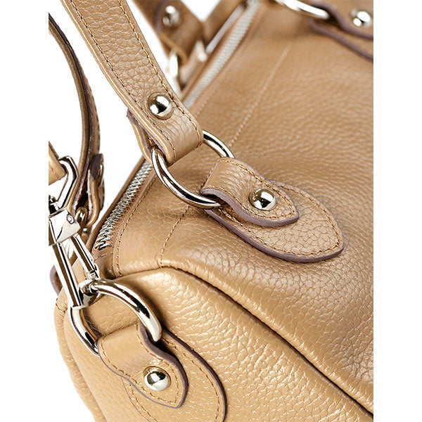 premium leather beige colour shoulder bag's zipper detail