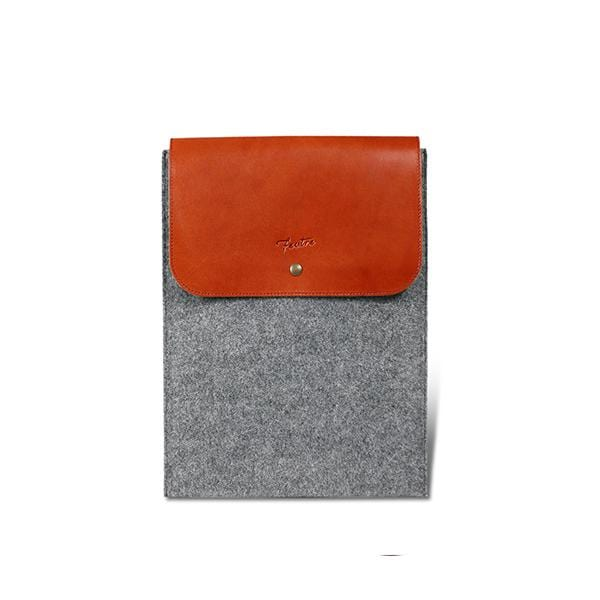 This vegetable tanned leather and luxurious Italian felt portfolio bag is perfect for carrying laptops, touchpads as well as your documents.