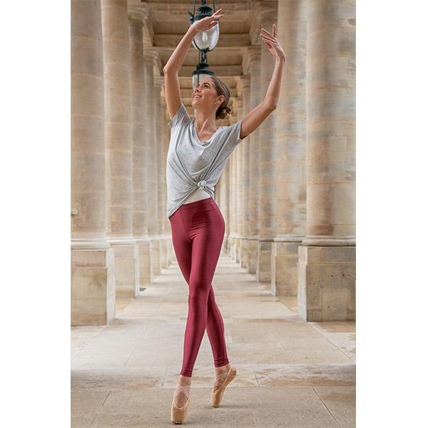 ballerina dancing with burgundy leggings and grey V-neck t-shirt in Paris streets