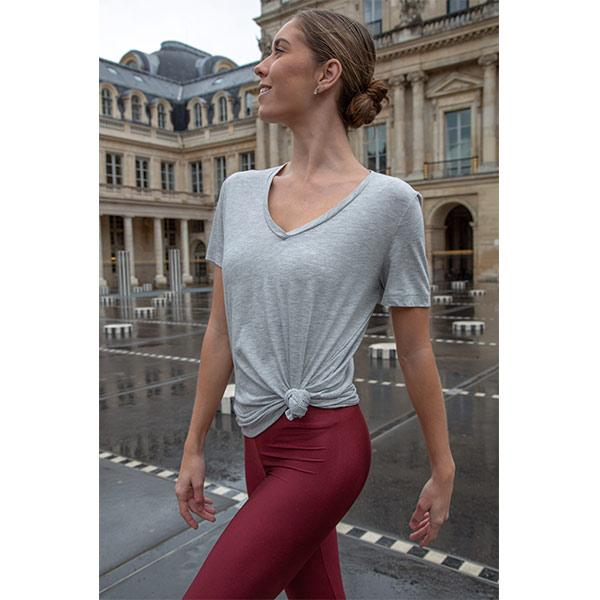 ballerina dancing with burgundy leggings and grey V-neck t-shirt in paris