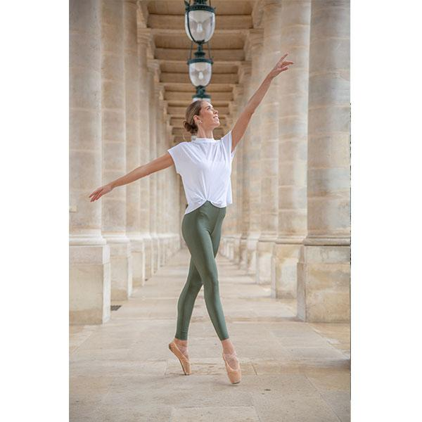 ballerina dancing with military green leggings and white t-shirt in front of versailles palace in paris