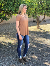 KELSEY CRISS CROSS TOP IN CARAMEL