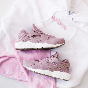 "WOMEN'S NIKE AIR HUARACHE RUN ""PARTICLE PINK"""