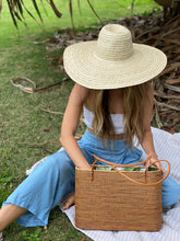 Load image into Gallery viewer, Hand Made Tote Rattan Bag