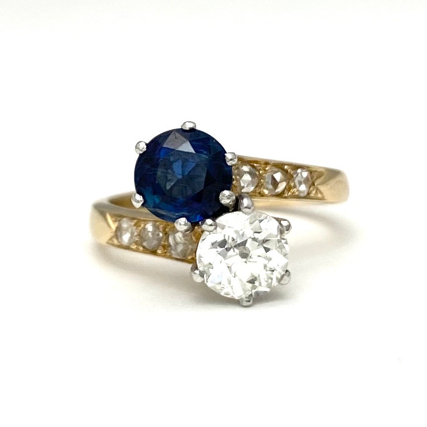18K Yellow Gold and Platinum Intertwined Ring with a Sapphire and Diamonds