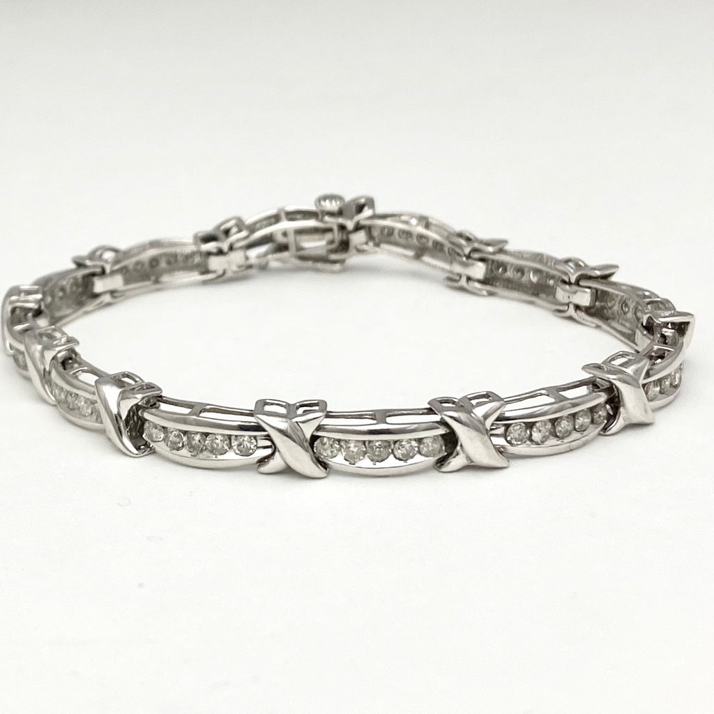 10K White Gold Stunning Bracelet with Diamonds