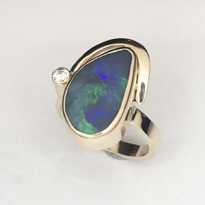 Handmade Opal gold ring, 3.93ct solid Lightning ridge Black opal.