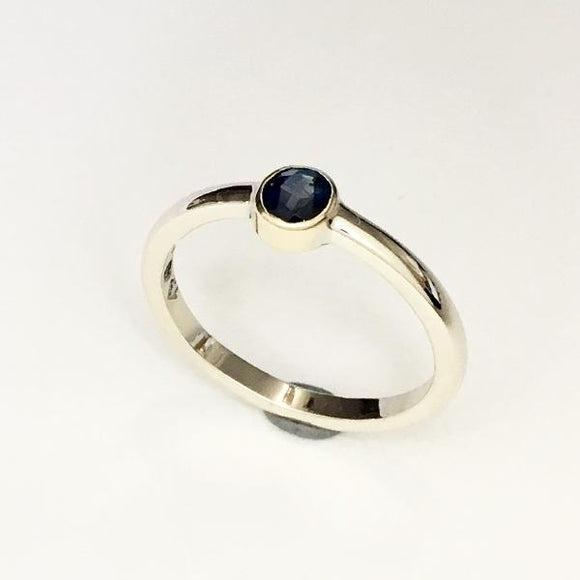 Sapphire gold ring, Love ring