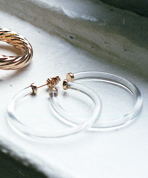 MEDIUM LUCITE HOOP EARRINGS
