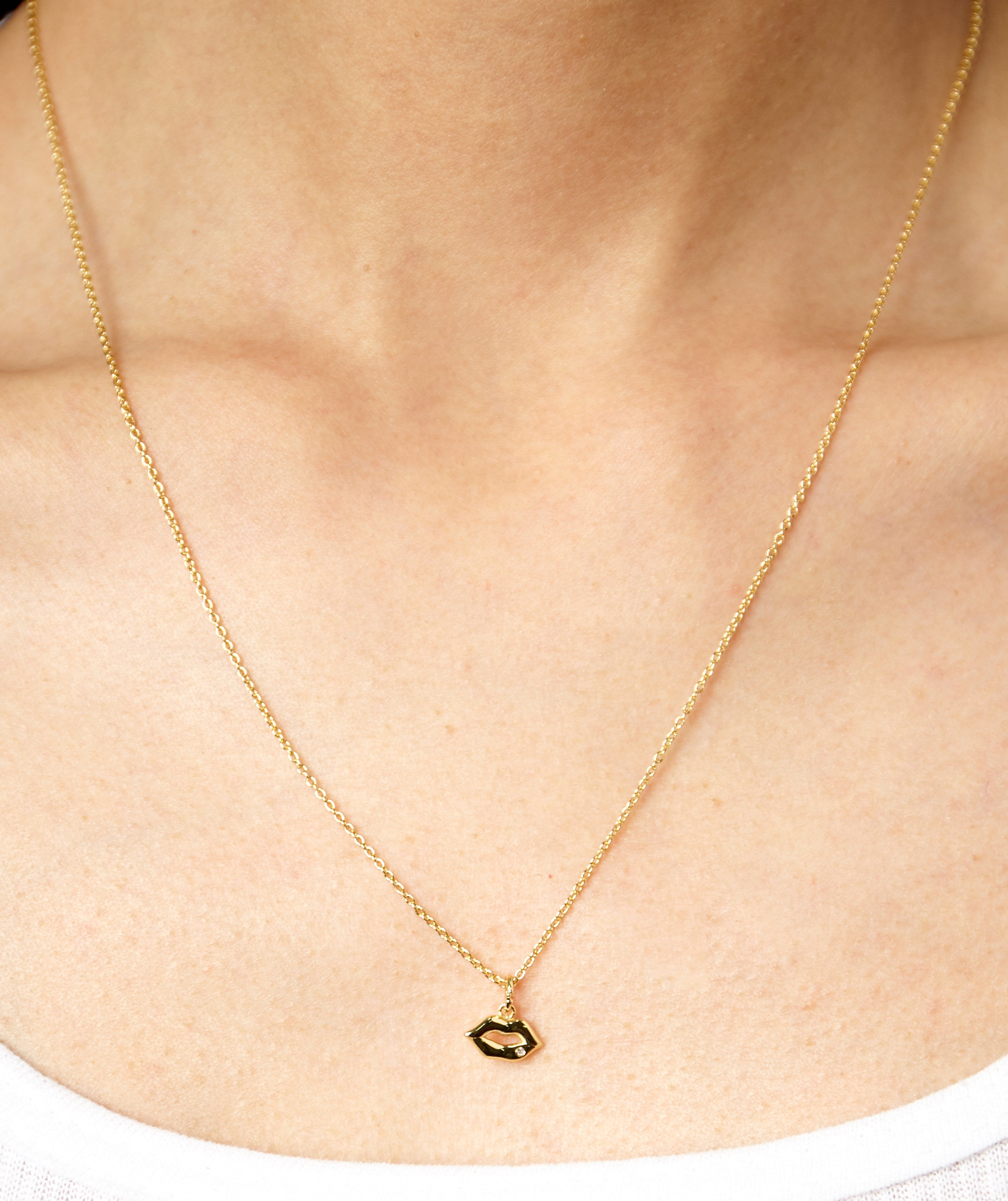 DAINTY LIPS NECKLACE