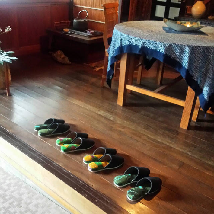 "Japanese ""slippers"" play an important role in entertaining guests"