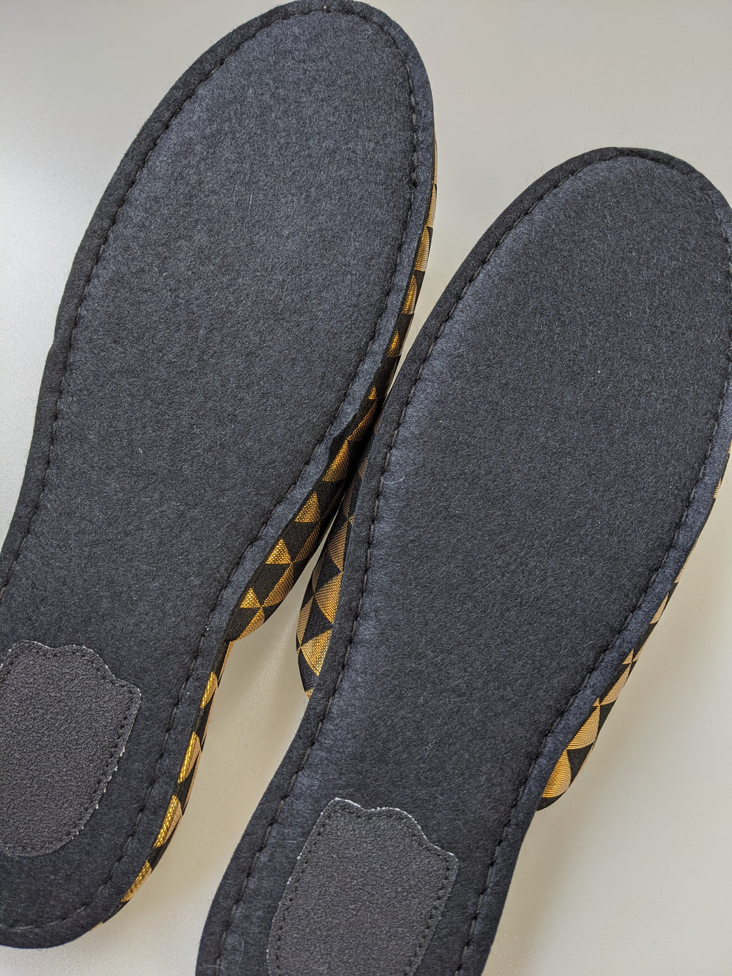 Shiny Triangle Slippers [Black × Gold]  / 3 Size / Black Wool Felt Soles 2020