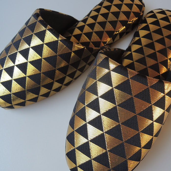 Shiny Triangle Slippers [Black × Gold]  / 3 size - Heiwa Slipper