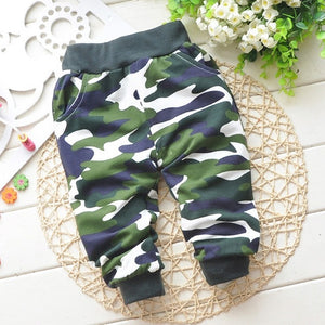 Camouflage pants in Navy