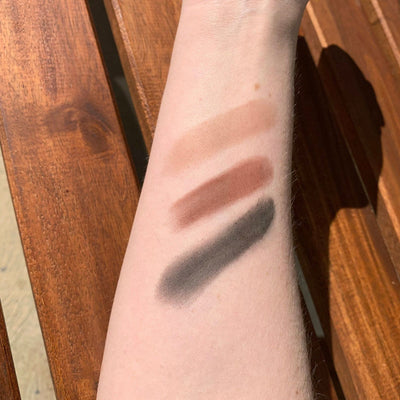 Go-For-Zero-Australia-Dirty-Hippie-Mineral-Brow-Powder-Shade-Hand