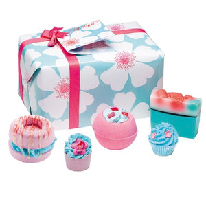 Bath Bombs And Soap Luxury Gift Set White Flowers