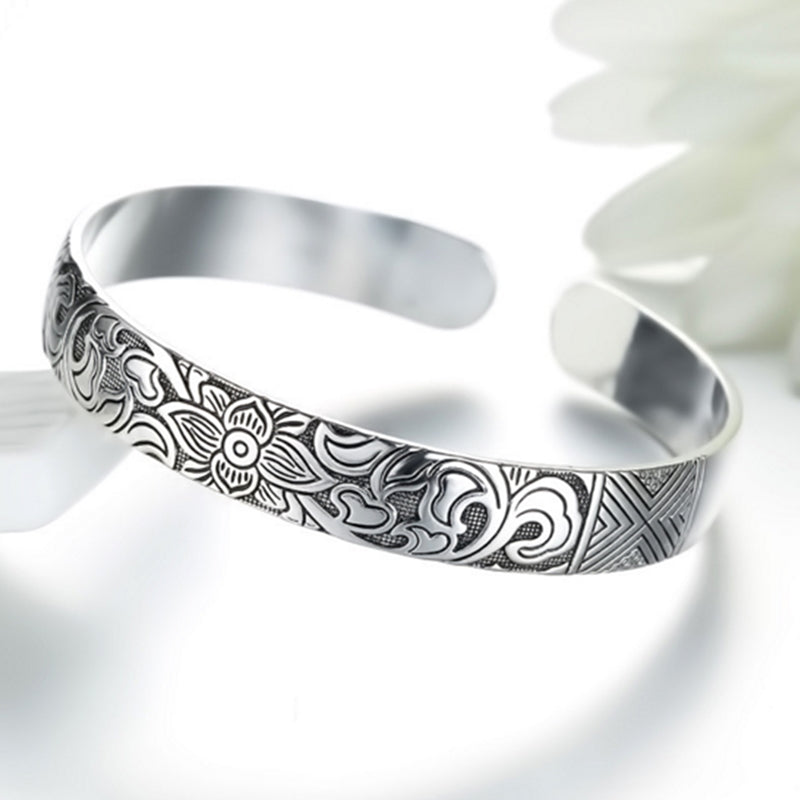 Armreif mit Lotusblüte. Bracelet with Lotus Leaf