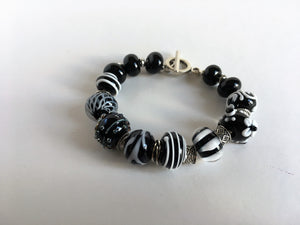 Lampworked beads bracelet in black and white