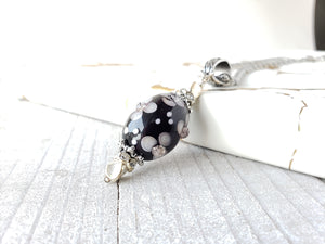 Floral pattern glass bead pendant