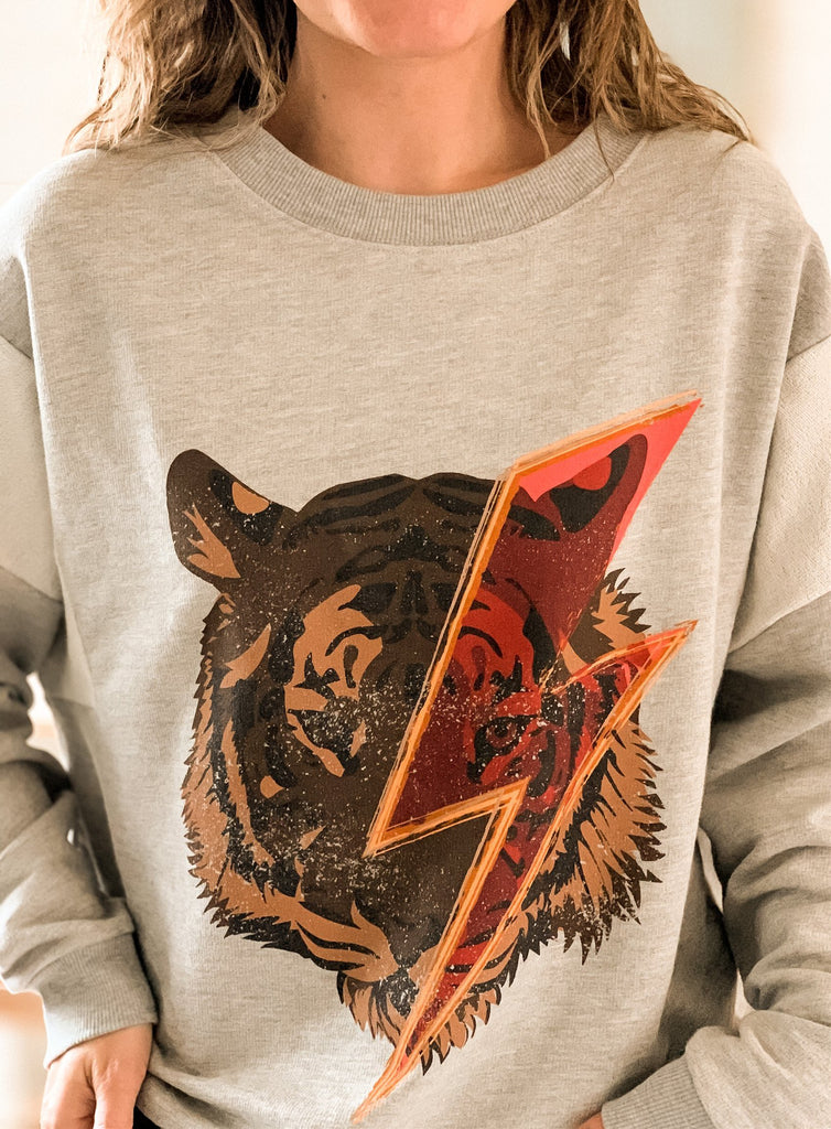 Tiger Graphic Sweatshirt - shoptula