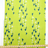 Kokka Tayutou Triangles Canvas - lime green - 50cm
