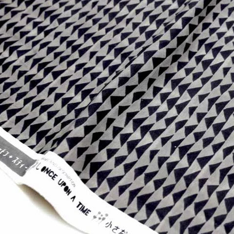 (chope) Cotton + Steel Once Upon A Time Little Mountain Knits - Charcoal - half yard - Nekoneko Fabric