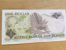 Load image into Gallery viewer, New Zealand 1 Dollar Banknote Serial Number AGP041764