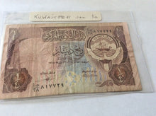 Load image into Gallery viewer, Kuwait Quarter Dinar Banknote Date 1980-1991 Serial Number In Photograph