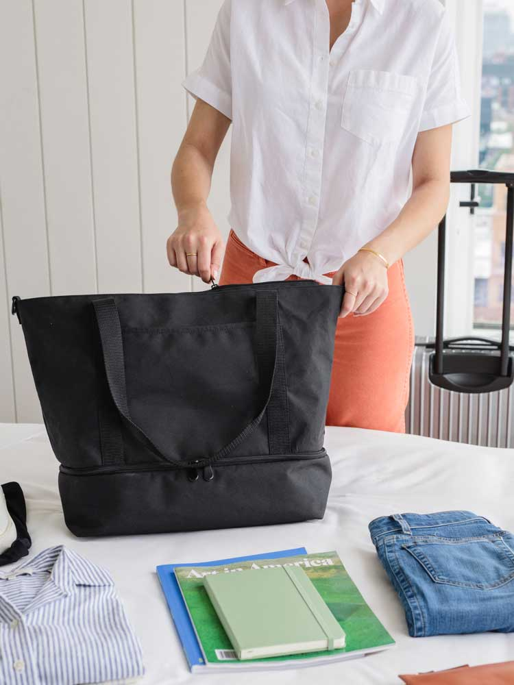 video showing how to pack the Catalina Deluxe Tote