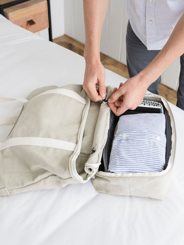 video showing how to expand the Catalina Deluxe Tote