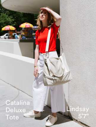 """Catalina Deluxe Tote - Lindsay is 5'7"""""""