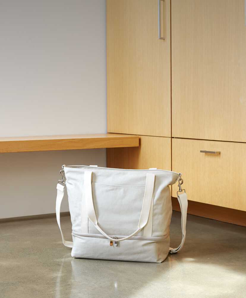 Catalina Deluxe Tote on the floor