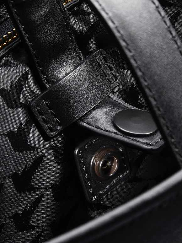 close up of strap snaps