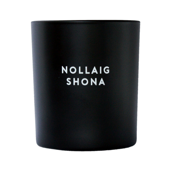 NOLLAIG SHONA (BLACK + WHITE)