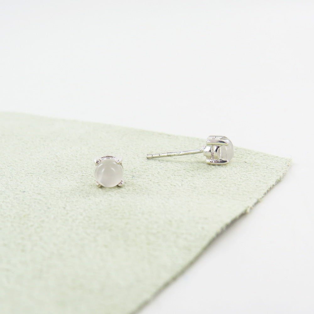 5MM ROUND PRONG SET  MOONSTONE