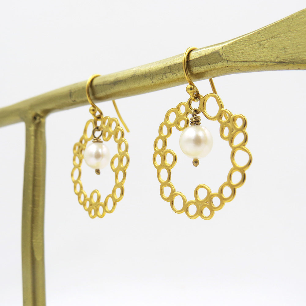 GOLD FILLED HONEYCOMB AND FLOATING PEARL EARRING