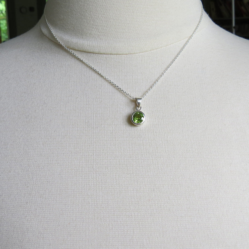 6.5 MM PERIDOT BEZEL SET DOT PENDANT
