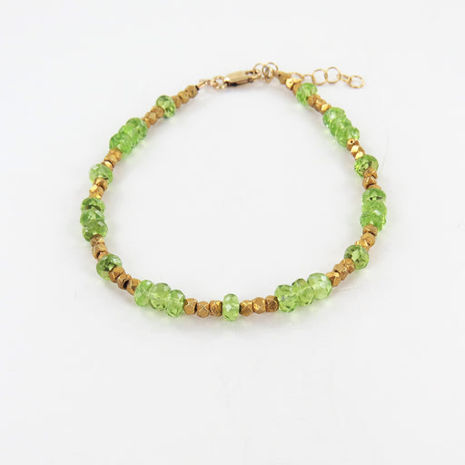 STRAND OF FACETED PERIDOT WITH GOLD NUGGET BRACELET