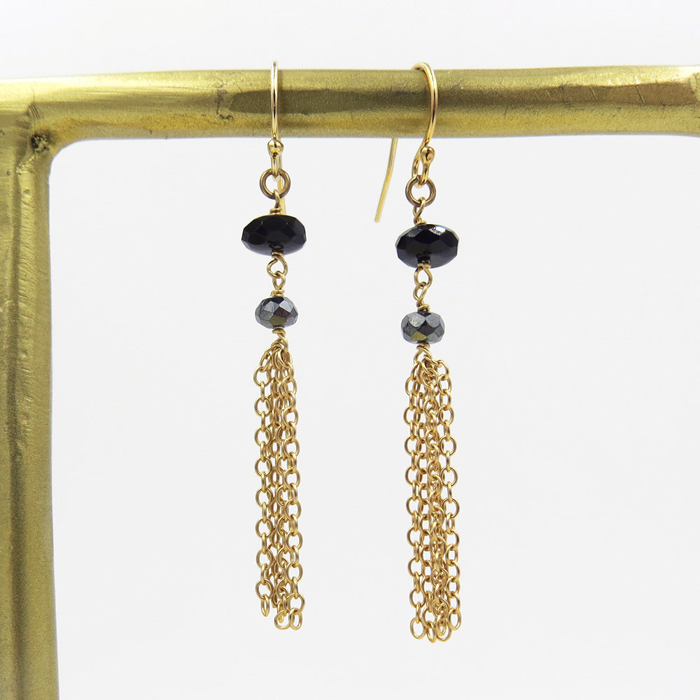 BLACK STONE AND CHAIN THREADS EARRING