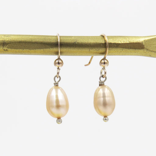 CHAMPAGNE OVAL FRESHWATER PEARL DROP EARRING