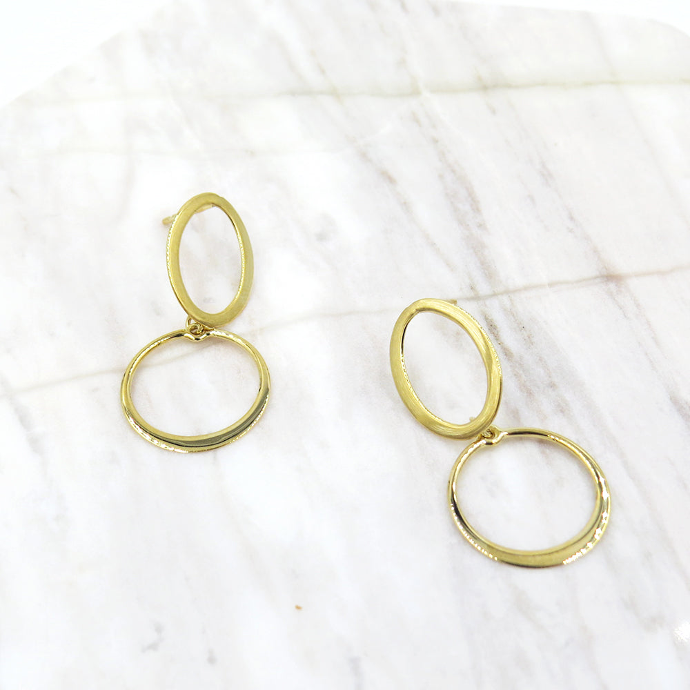 TREMBLING CIRCLE DROP EARRINGS