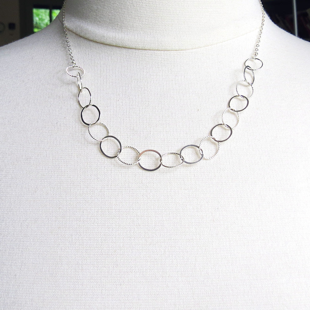 SIMPLE SILVER LOOP NECKLACE