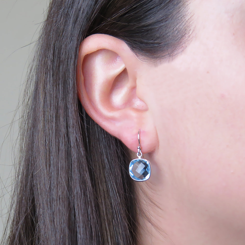 WHITE GOLD AND LIGHT BLUE TOPAZ EARRING