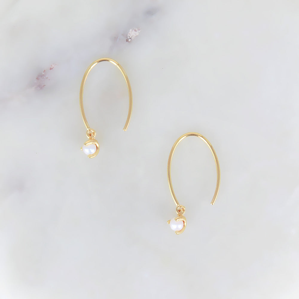 OVAL HOOK AND PEARL EARING IN GOLD VERMEIL