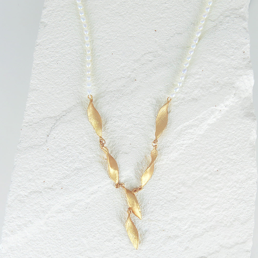 HONEY LOCUST PEARL NECKLACE