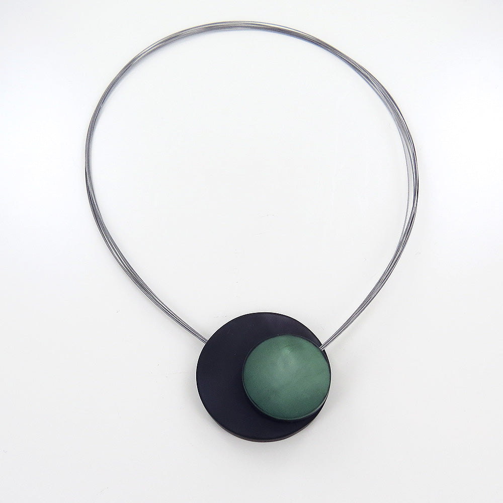 GREY AND GREEN LARGE MAGNETIC LOCK CIRCLES NECKLAC