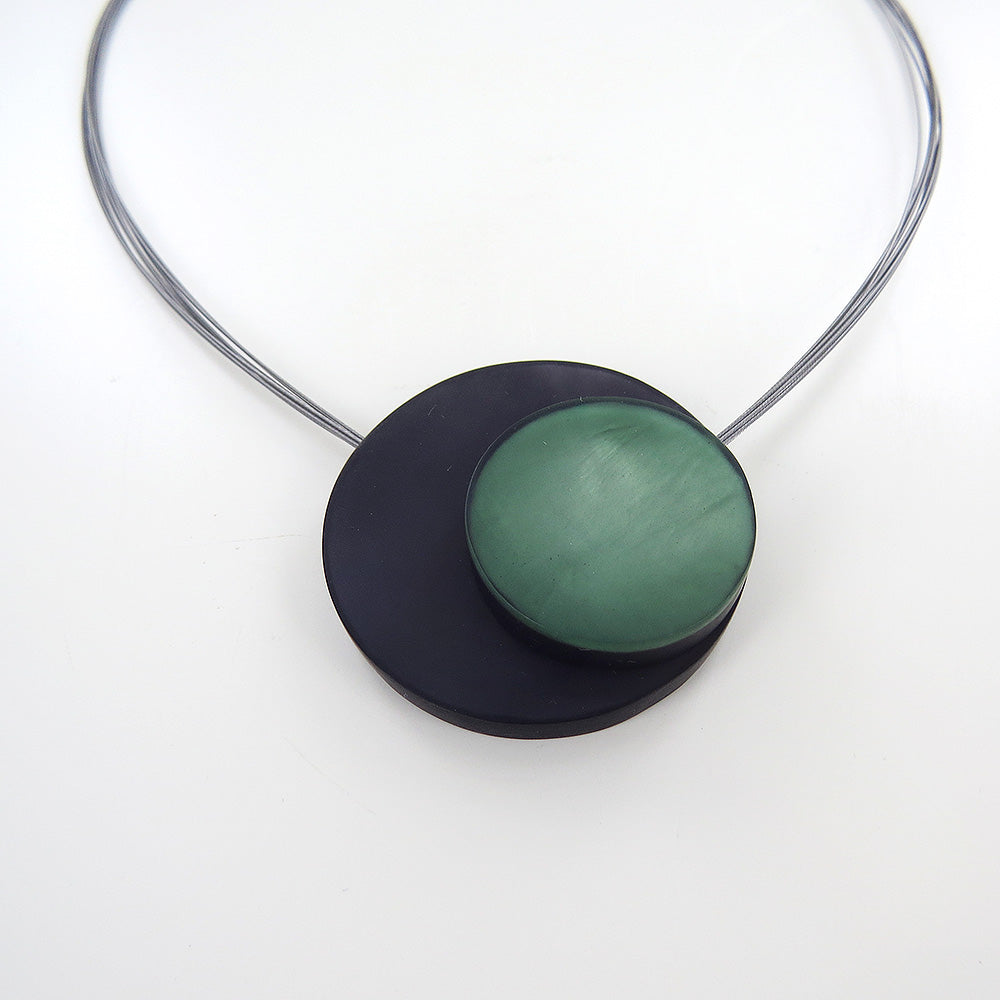 GREY AND GREEN LARGE MAGNETIC LOCK CIRCLES NECKLACE